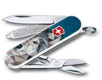 Victorinox_Classic_Limited_Edition_2017_The_Wolf_is_Coming_Home